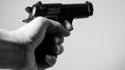 В Москве на заправке неизвестный расстрелял двух человек