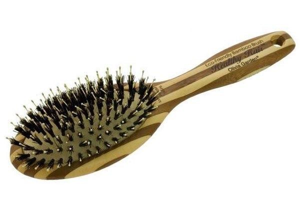 Оставьте на 15 минут щётку для волос с выдавленной на неё пеной для бритья.