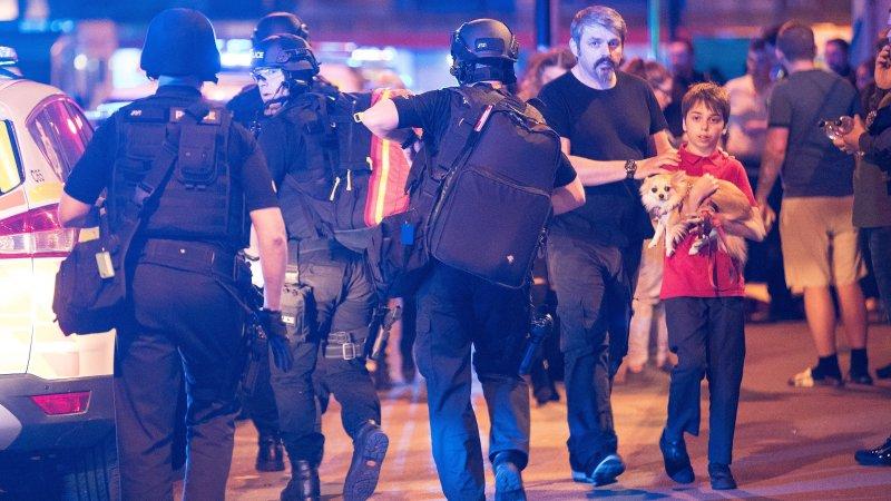 Теракт в Манчестере: почему нет ни взрыва, ни трупов, ни крови
