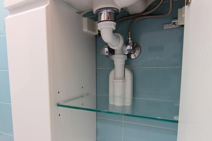 Ещё один вариант расположения трубопровода в санузле