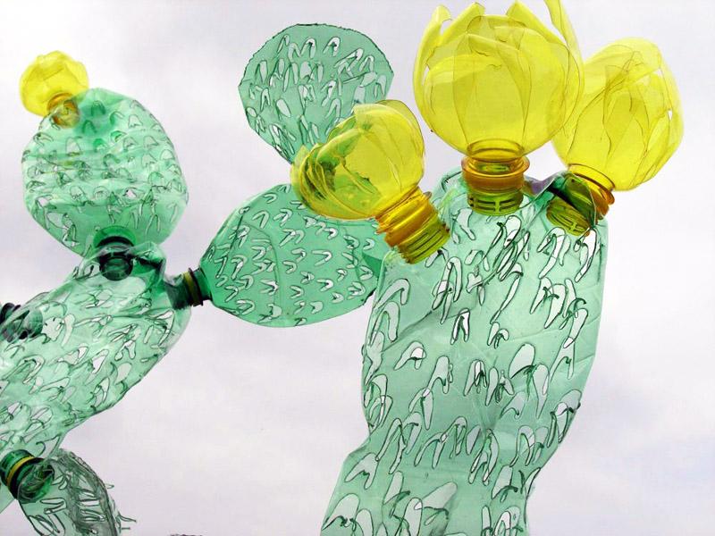 Простой цветок из пластиковой бутылки своими руками
