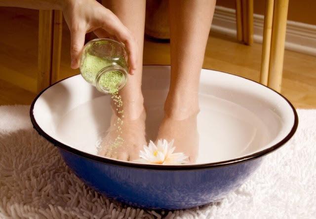 Как правильно парить ноги при простуде?