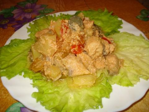 Рыба с картофелем в горшке