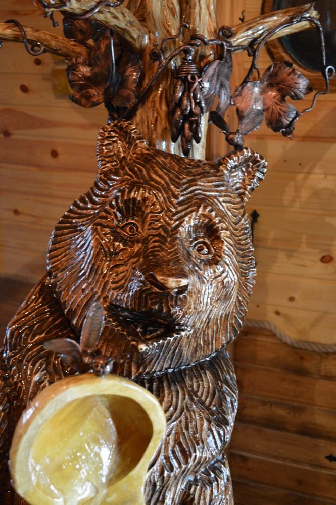 Хорошо идут дела, когда в руках бензопила бензопила, медведь, резьба, скульптура