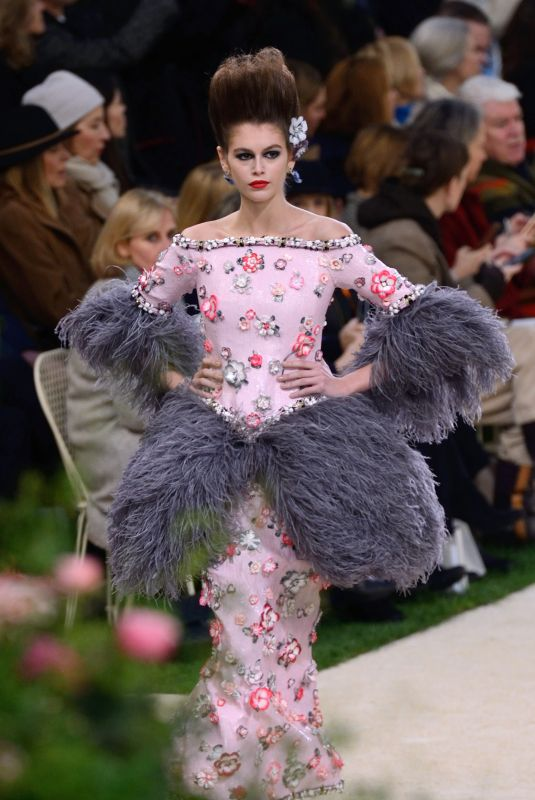 https://www.hawtcelebs.com/wp-content/uploads/2019/01/kaia-gerber-at-chanel-haute-couture-spring-summer-2019-show-in-paris-01-21-2019-6_thumbnail.jpg