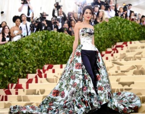 Иконы стиля — сияющая Амаль Клуни на Met Gala 2018