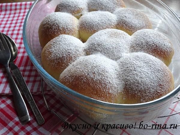 Булочки Бухтельн (Buchteln) с вареньем и ванильным соусом