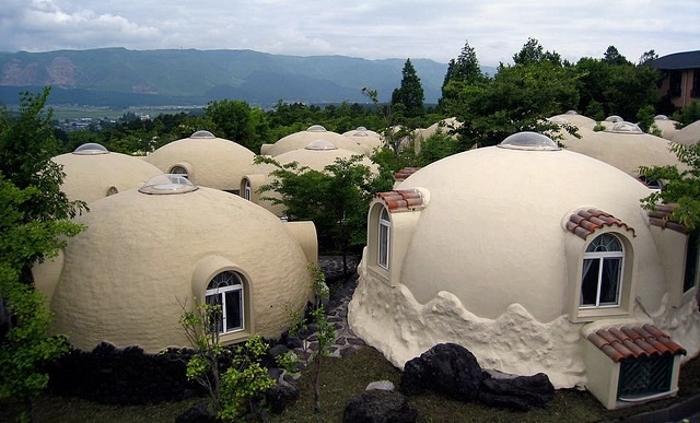 Решили японцы строить дома из… пенопласта. Быстро и практично — за 2 часа и 2 тыс. долларов