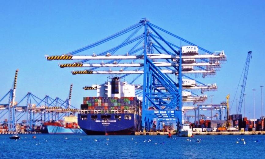 Путин: тарифы на погрузку в портах переведут на рубли с 2018 года
