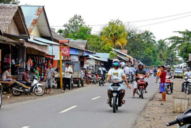 East-Indonesia-motorbikes-on-road-750x501