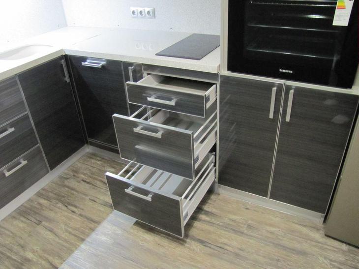 Ремонт кухни, установка кухонного гарнитура, фурнитура выдвижных ящиков
