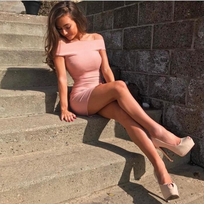 Сексуальные девушки в летних платьицах