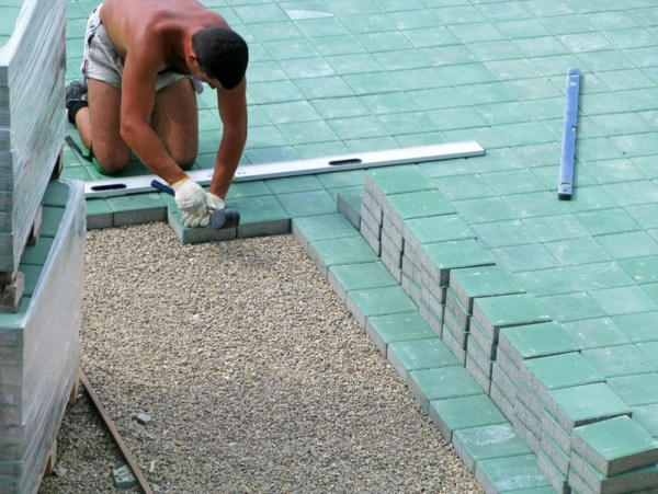 Как уложить тротуарную плитку своими руками с