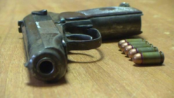 Сочинец с пистолетом Макаров…