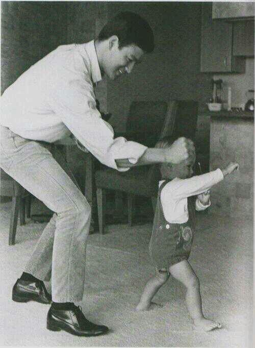 1054 Bruce Lee and his son. 1966.jpg
