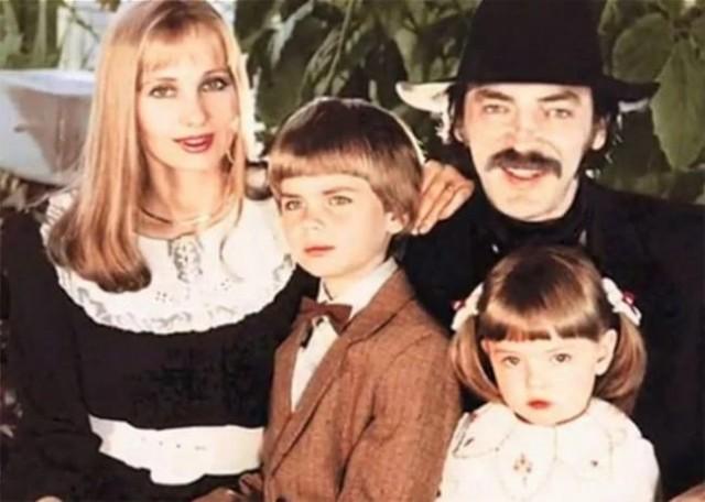 Из личного архива: 20 редких снимков звезд в семейном кругу