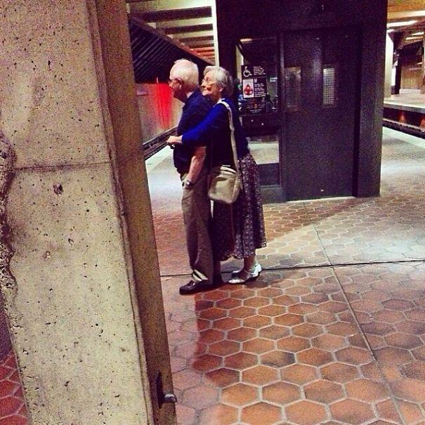 Бес в ребро: пожилые пары, доказывающих, что старость ещё не повод отказываться от веселья