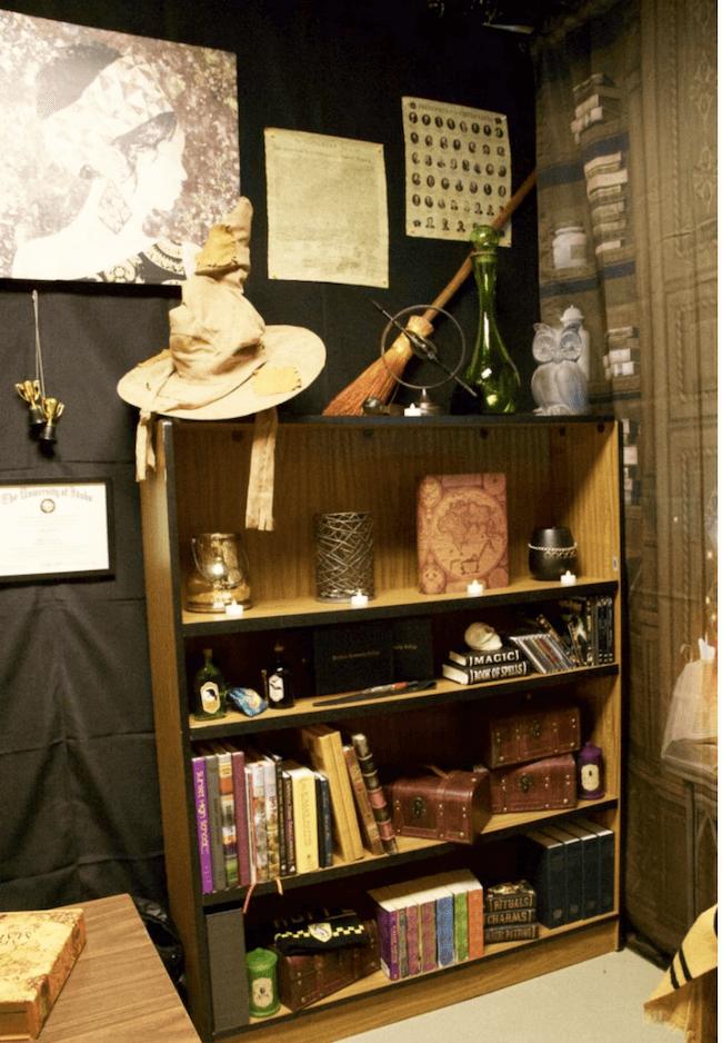 Школьный учитель переоборудовал скучную классную комнату в настоящую Школу Чародейства и Волшебства «Хогвартс»