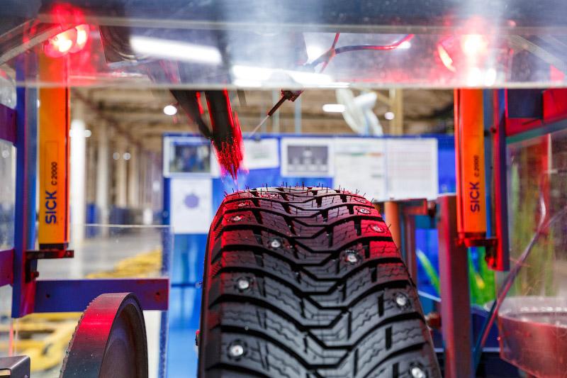 Ошиповка зимних шин на заводе Michelin. Помешаны на безопасности