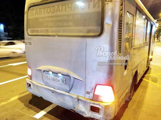 Кинул бутылку в голову: водитель маршрутки в Ростове обругал  пассажира за неоплаченный проезд