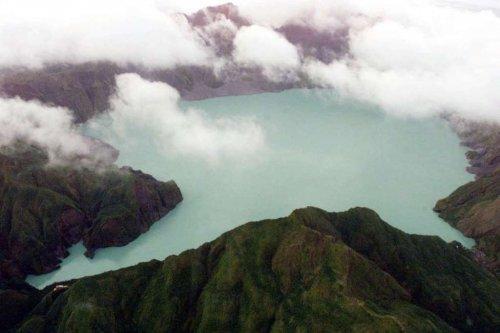Живописные вулканические озёра, которые нужно увидеть (19 фото)