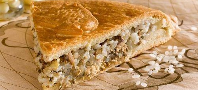 постный пирог с рыбой и рисом