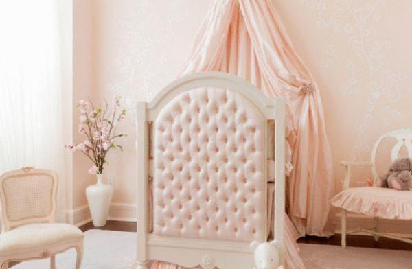 Детская комната в светло-персиковом цвете