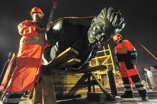 На Тверскую Заставу в Москве вернули памятник Максиму Горькому