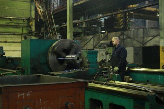 """Оптимизация кадров, сокращенная рабочая неделя и простаивающий цех: что происходит на производстве банкротящейся """"Мотовилихи"""""""