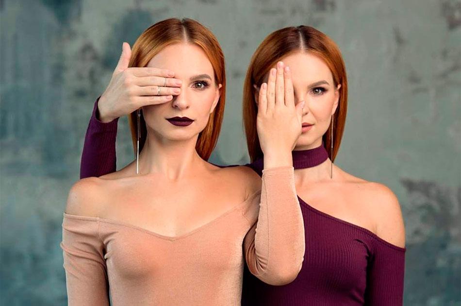 Две близняшки на границе Украины и Крыма