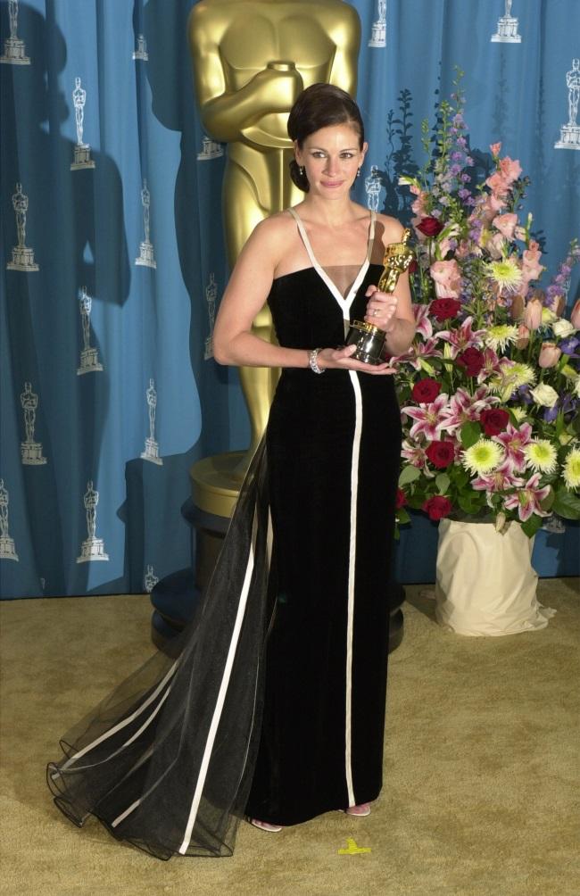 Джулия Робертс в платье Valentino (2001) - фото