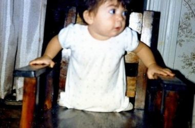 Увидев в роддоме дочку без ног, родители от нее отказались. Через пару лет она стала знаменитой гимнасткой!