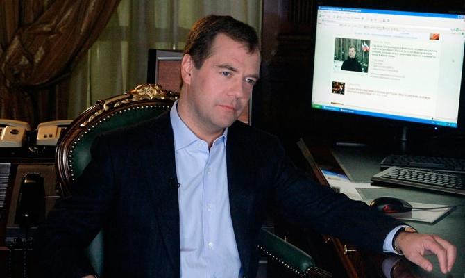 Медведев: России больше не нужны «ножки Буша»