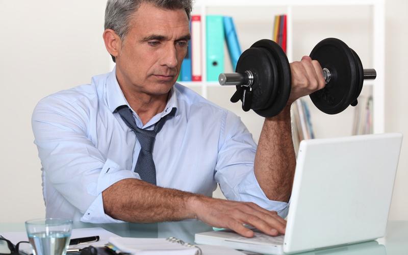 Почему вы обязаны заниматься спортом даже на работе