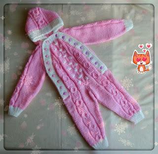 Розовый комбинезон спицами для малыша 1 года