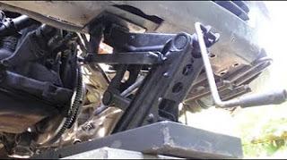 Автомобильный подъёмник из домкрата ВАЗ 2110