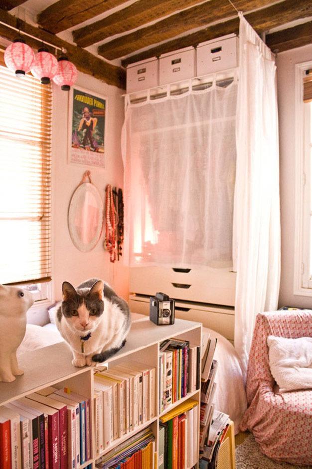 Фотография:  в стиле Прованс и Кантри, Современный, Декор интерьера, Дом, Декор дома, Системы хранения, Шторы – фото на InMyRoom.ru