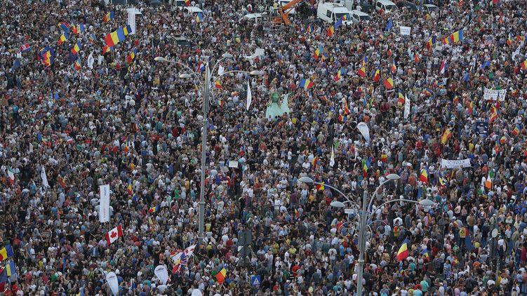 """""""Наша страна богатая, но управляют ею воры"""". Почему в Румынии начался Майдан заробитчан и может ли он повториться в Украине"""