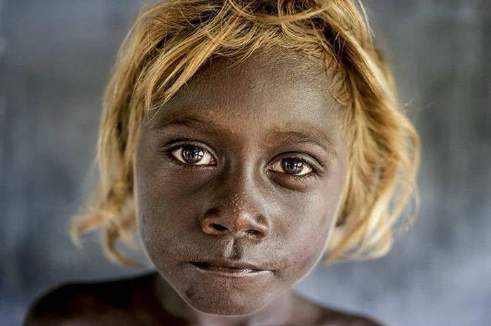 Жители Соломоновых островов с необычной внешностью (10 фото)