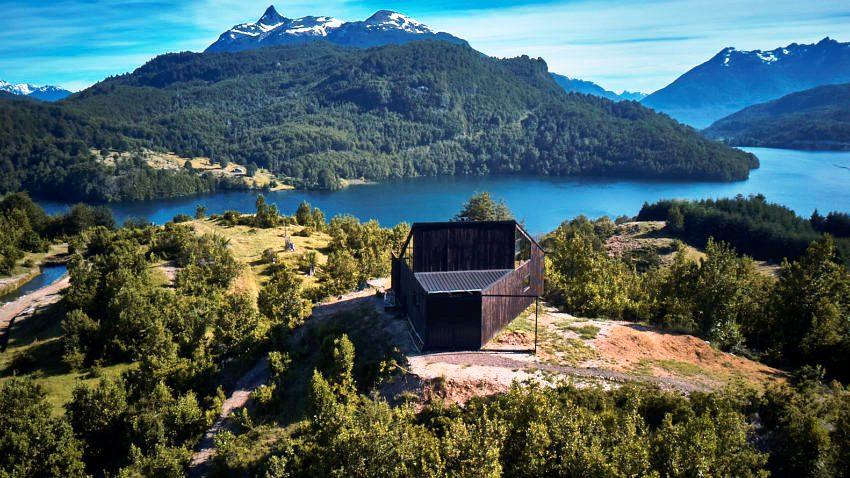 Уютный домик на берегу чистого озера