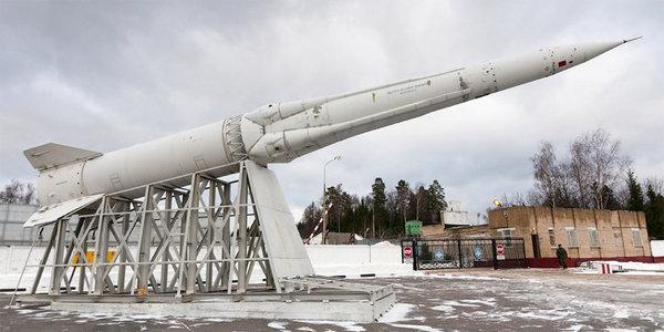Памятник с электро-весовым макетом ракеты А-925 / 51Т6 пос.Софрино-1 под Москвой