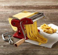 Приготовления домашней лапши c помощью машины для макарон