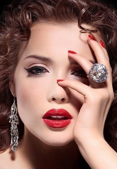 Маникюр макияж прически