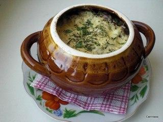 Фрикадельки с картошкой и грибами под сыром.