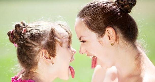 означает, что почему мамы с ребенком говорят мы действующие лица: