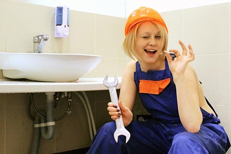 женщина сантехник фото