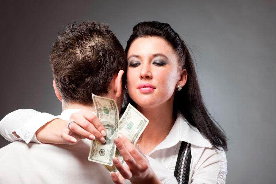 Состоятельная леди заплатит за секс