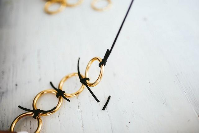 Ожерелье из металлических колец 89