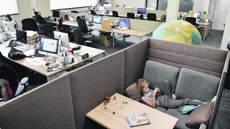 Российским работодателям предложили создать в офисах детские комнаты