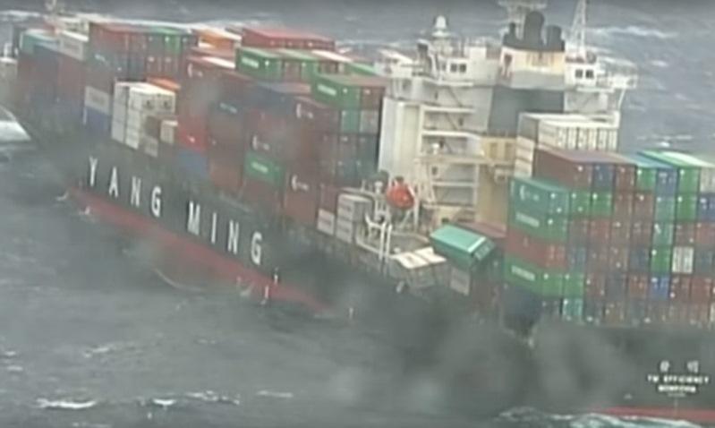 Сухогруз «потерял» 83 контейнера с посылками из Китая у берегов Австралии. Видео